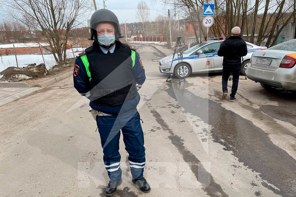 В Мытищах мужчина забаррикадировался в элитном коттедже и открыл стрельбу по сотрудникам ФСБ и полиции
