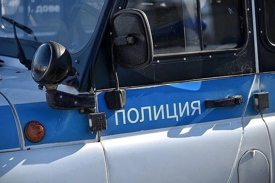 В Бердске прохожие вызвали полицию, обнаружив на улице труп мужчины.