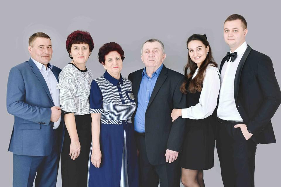 Трудовая династия семьи Хардиных. Фото предоставлено пресс-службой АО «РЭС».