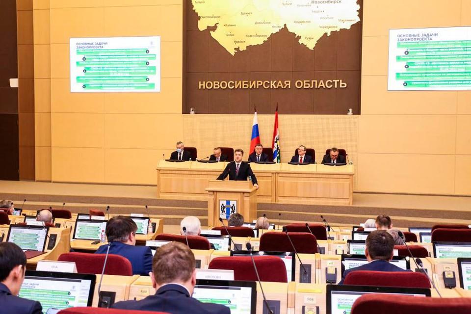 Депутаты обсудили поправки в бюджет. Фото: Законодательное собрание Новосибирской области.