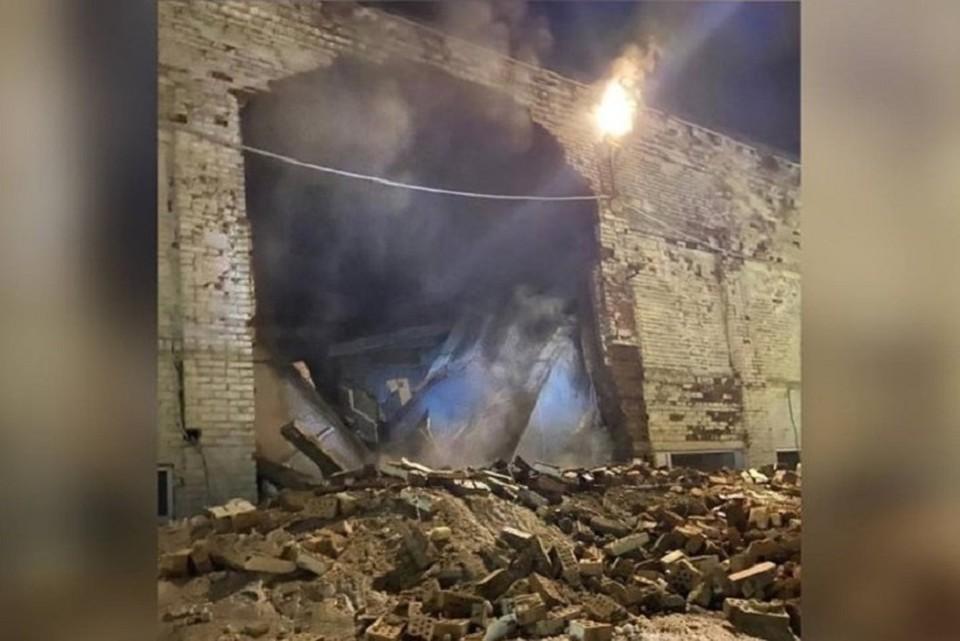 Уголовное дело возбудили после обрушения пристройки в кузбасской школе. Фото: Типичный Междуреченск / «ВКонтакте»