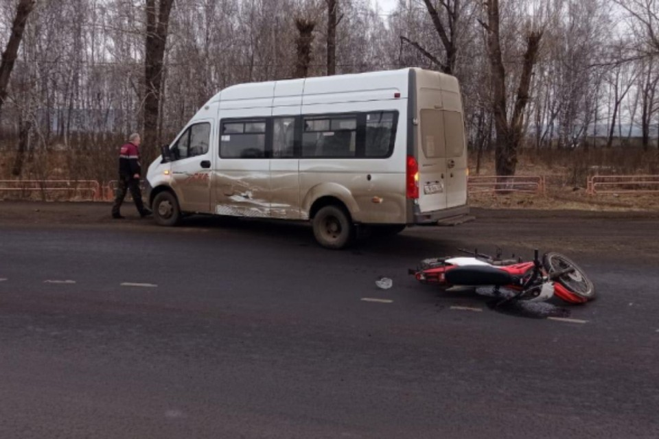 Мотоциклист врезался в маршрутку в Нижнеудинске