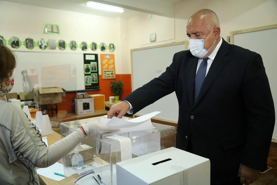 Согласно опросам, большинство голосов набирает партия действующего премьер-министра страны Бойко Борисова