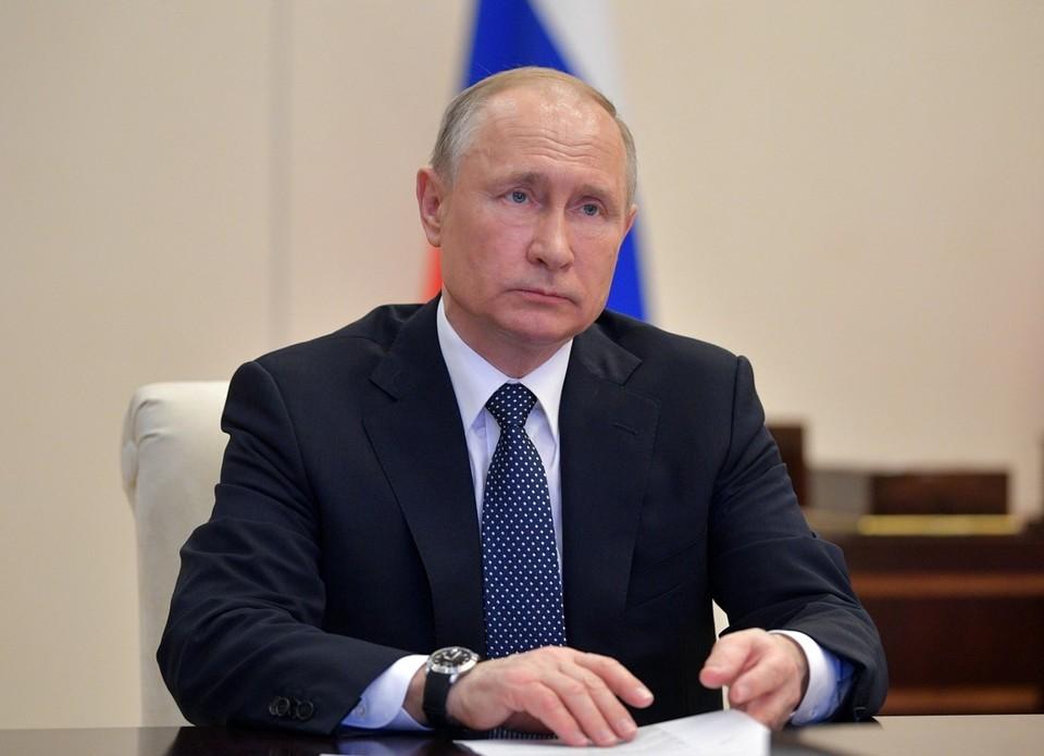 Путин подписал закон о назначении гражданских на должности высших офицеров