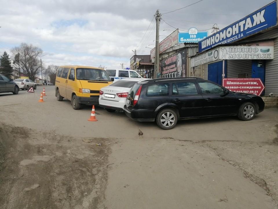 Возле Болховского микрорайона Орла произошло тройное ДТП. Фото: Госавтоинспекции Орловской области