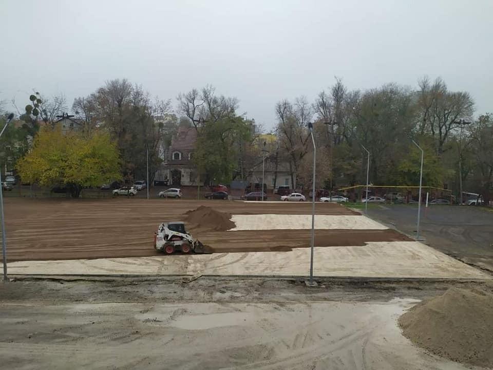 Учащиеся кишиневских школ получат новые футбольные площадки. Фото: Facebook