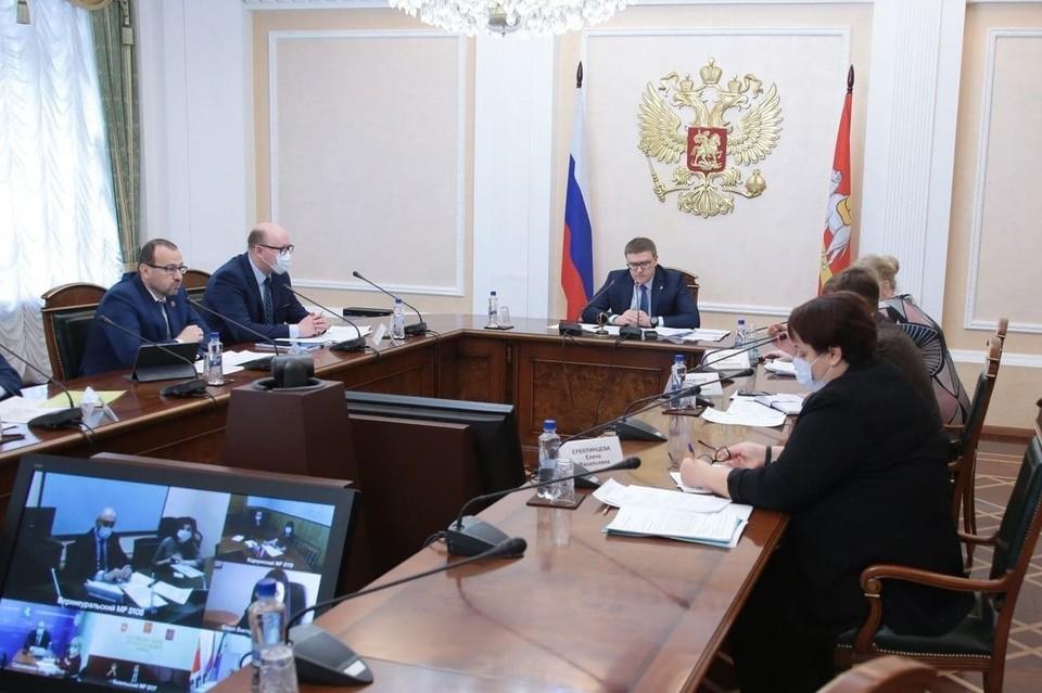 Разговор губернатора с жителями Челябинской области прошел в формате видеоконференцсвязи. Фото: gubernftor74.ru