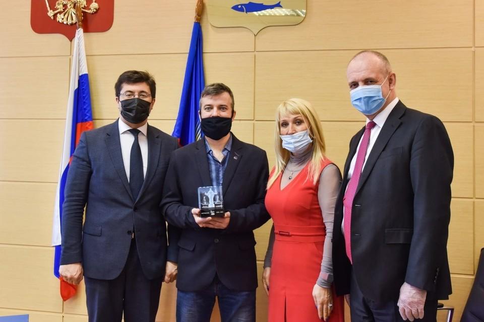 Алексея Бакуменко чествовали в администрации Мурманска. Фото: администрация Мурманска