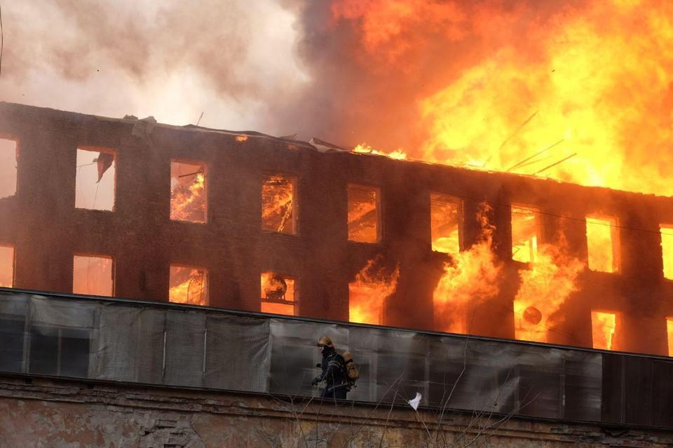 На Невской мануфактуре пожар начался днем 12 апреля.