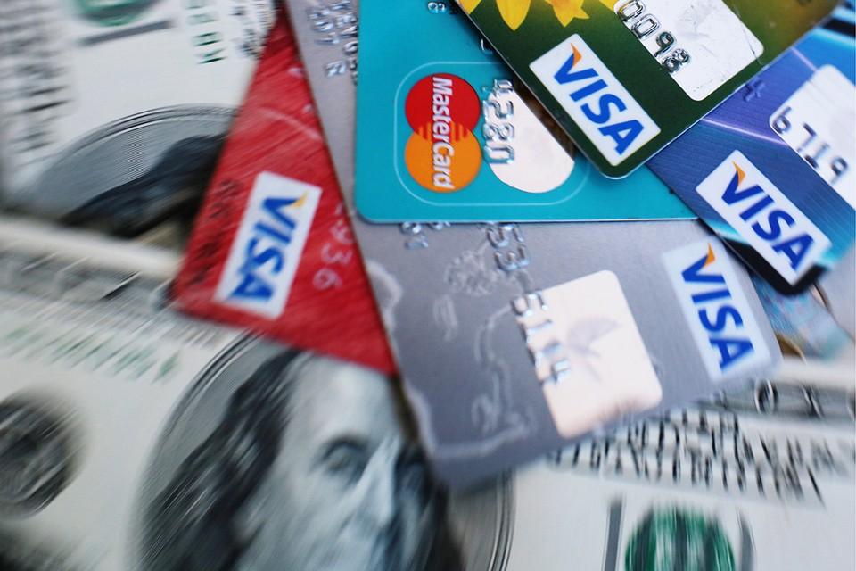 В России выпущено почти 300 миллионов банковских карт, три четверти - это Visa или Mastercard. Фото: ТАСС/ Евгений Курсков