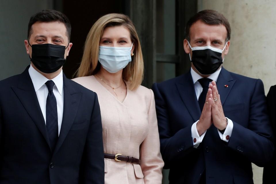 Владимир Зеленский с супругой и президент Франции Эммануэль Макрон.