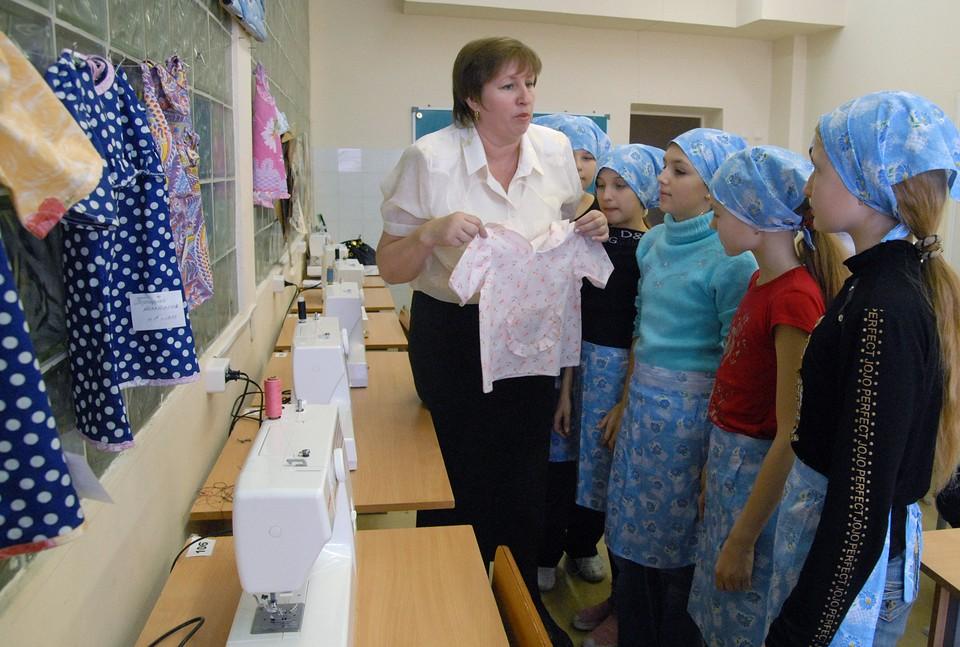 Россияне считают, что учителя соблюдают правила русского языка лучше, чем представители других профессий