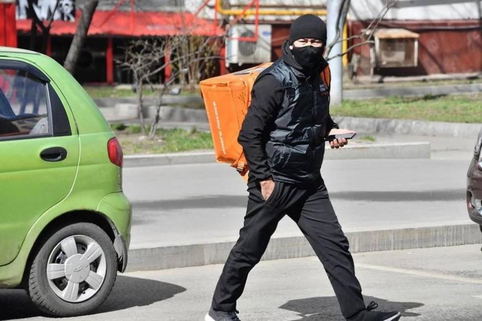 Курьерам предлагают по 50 тысяч: пункты выдачи заказов и доставки в Иркутске процветают.
