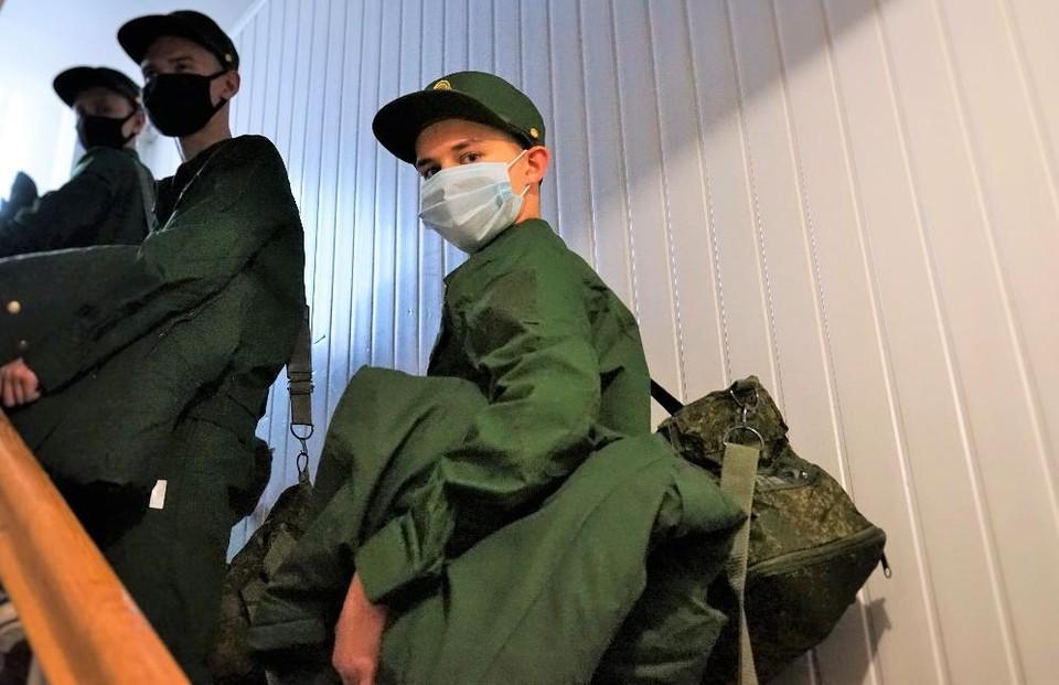 Молодые орловцы отправились в ряды вооруженных сил РФ. Фото: пресс-служба администрации Орла