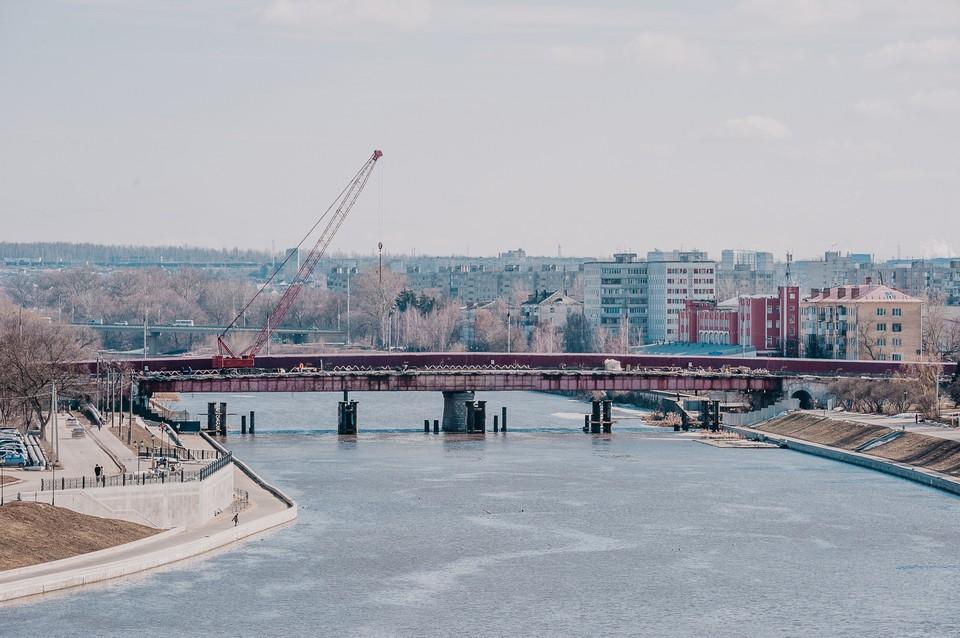 Пешеходный мост через Оку планируют доделать к началу мая