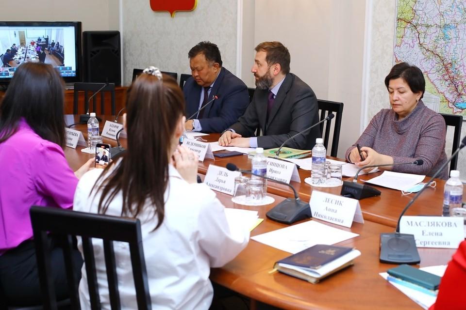 Социальное развитие сельских территорий депутаты обсудили с представителями муниципалитетов и Союза женщин.