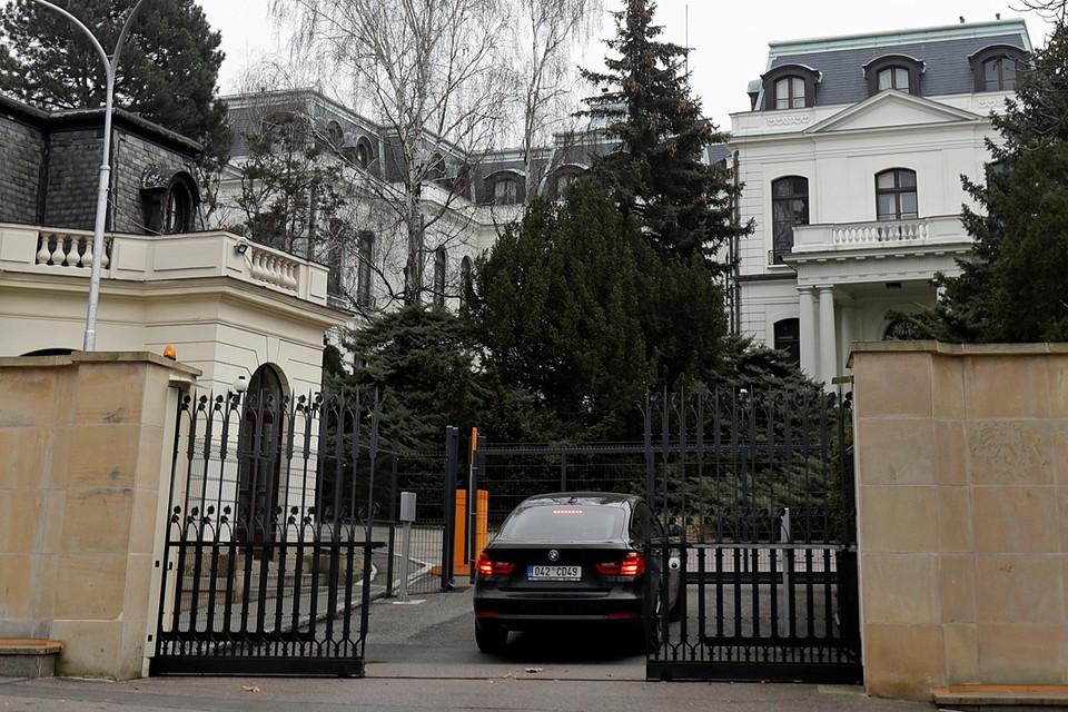 Власти чешской столицы официально потребовали от российского МИДа вернуть в городское пользование часть земли в парке
