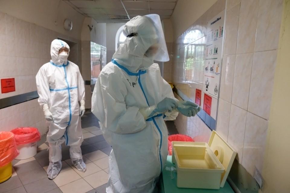 Заболеваемость коронавирусом растет на протяжении трех недель