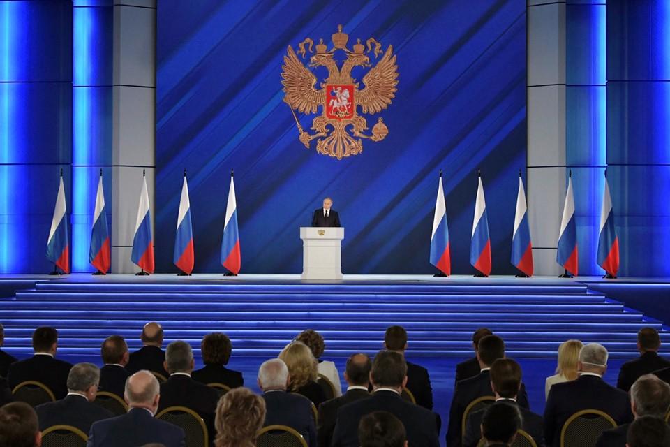 Особенное внимание Владимир Путин обратил на идею ЕР по поводу проведения газификации на бесплатной основе. Фото: Правительство Мурманской области.