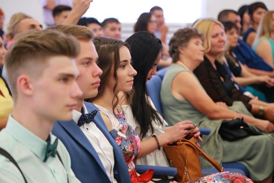 В Красноярске школьные выпускные приурочат ко Дню города 26 июня