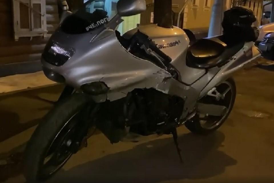 Иркутянина без водительского удостоверения задержали за езду на мотоцикле Kawasaki. Фото: ГИБДД МУ МВД России «Иркутское».