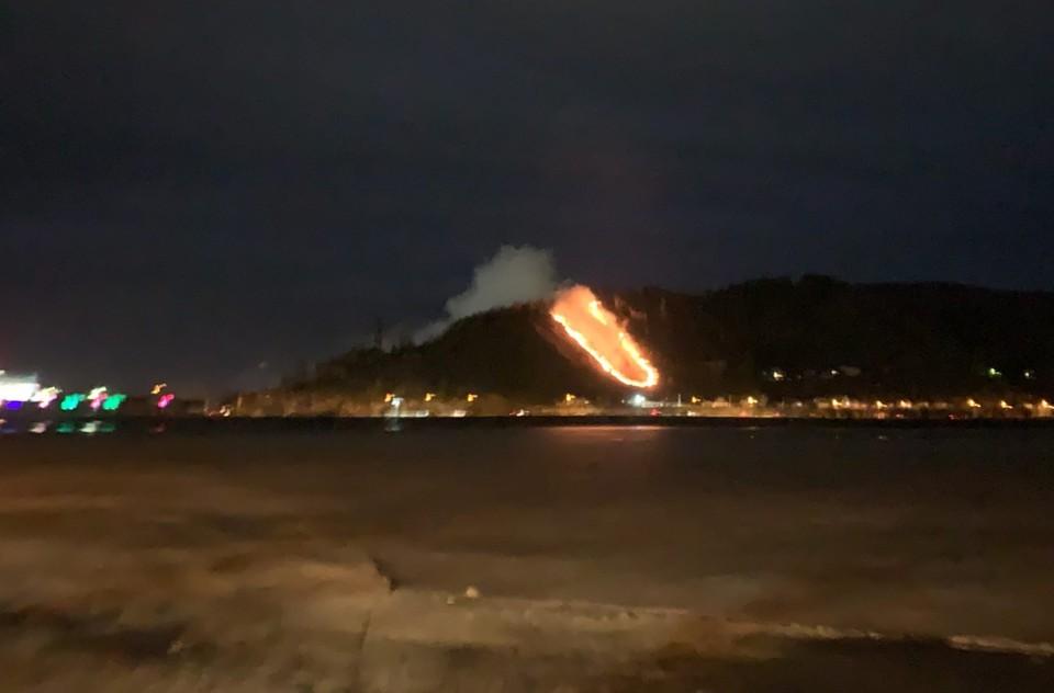Пожар был виден издалека. Фото: «Златоустовске телевидение» / vk.com