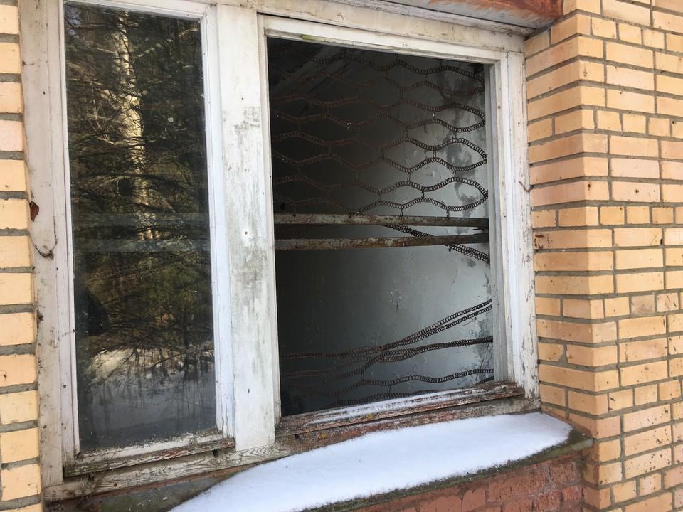 Кемеровчанин решил сходить в магазин через окно.