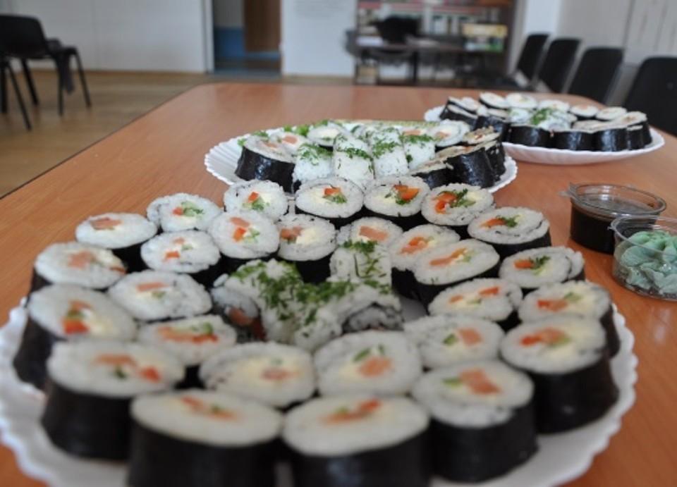 Заключенные научились готовить роллы в столовых СИЗО. Фото: пресс-служба ГУФСИН по Новосибирской области
