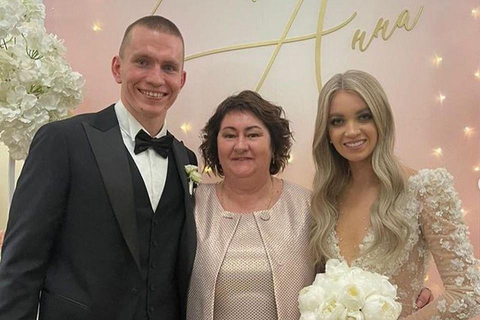 Александр Большунов женился на лыжнице Анне Жеребятьевой