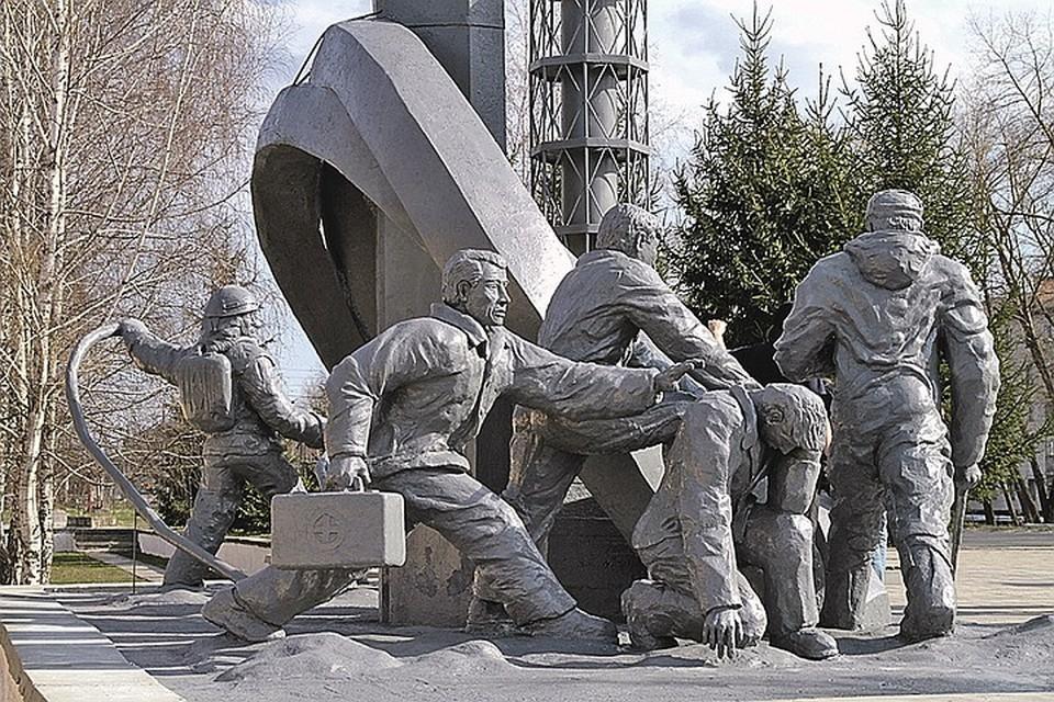 Monumento a los héroes-bomberos en Chernobyl.  Foto: Grigory VASILENKO / RIA Novosti