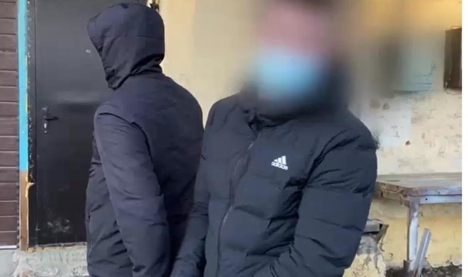 Двое иркутян украли часть выхлопной системы внедорожника Land Cruiser стоимостью 100 тысяч рублей