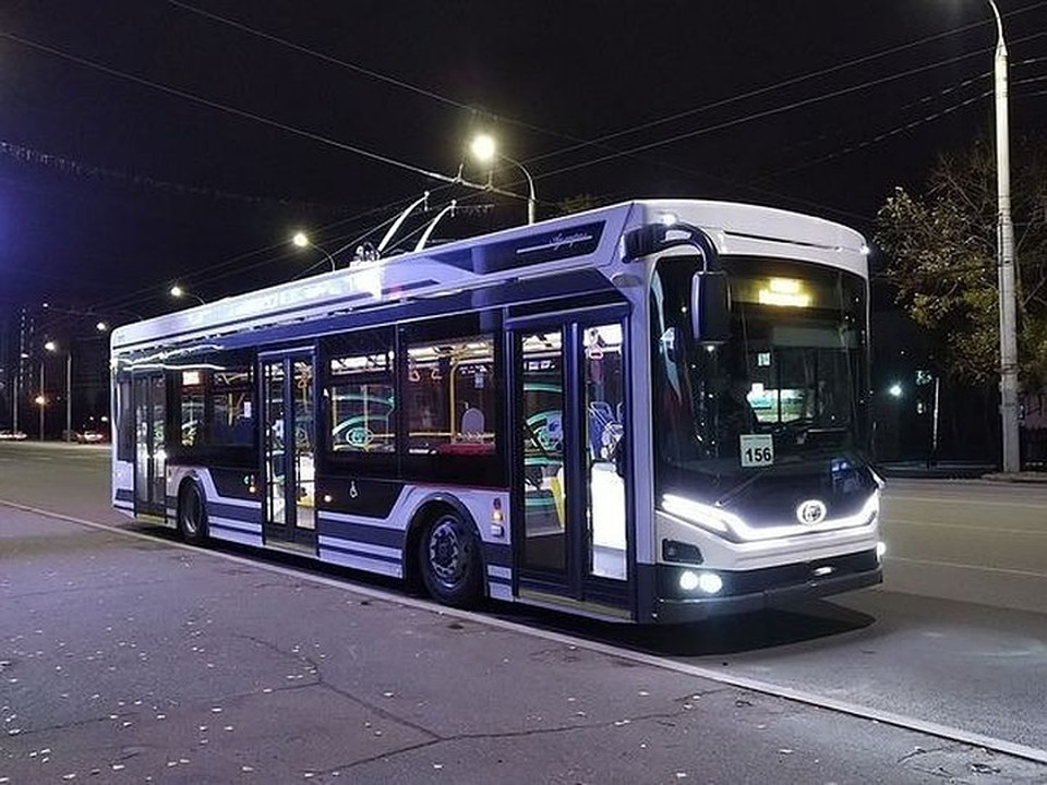 В Омске до позднего вечера стал ходить еще один троллейбус.