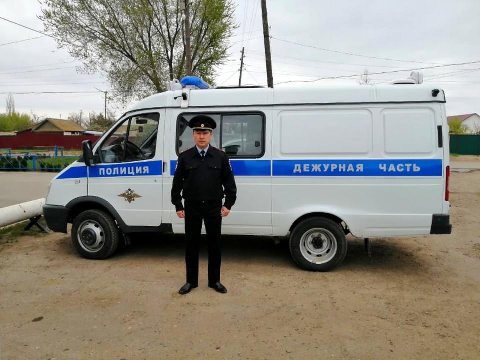В Астраханской области сотрудники полиции смогли предотвратить попытку сельчанина совершить прыжок с многометровой высоты