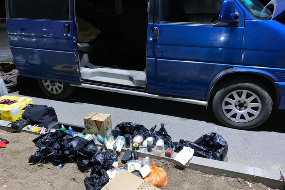 Запрещенные вещества нашли у мужчины в машине. Фото: пресс-служба Погрануправления ФСБ по Крыму