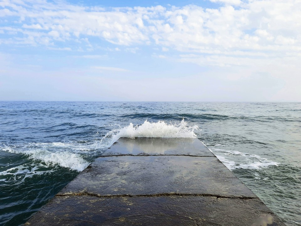 По словам вице-премьера Крыма Евгения Кабанова, исследованием потенциала вод под Азовским морем занимается одна из ведущих компаний РФ