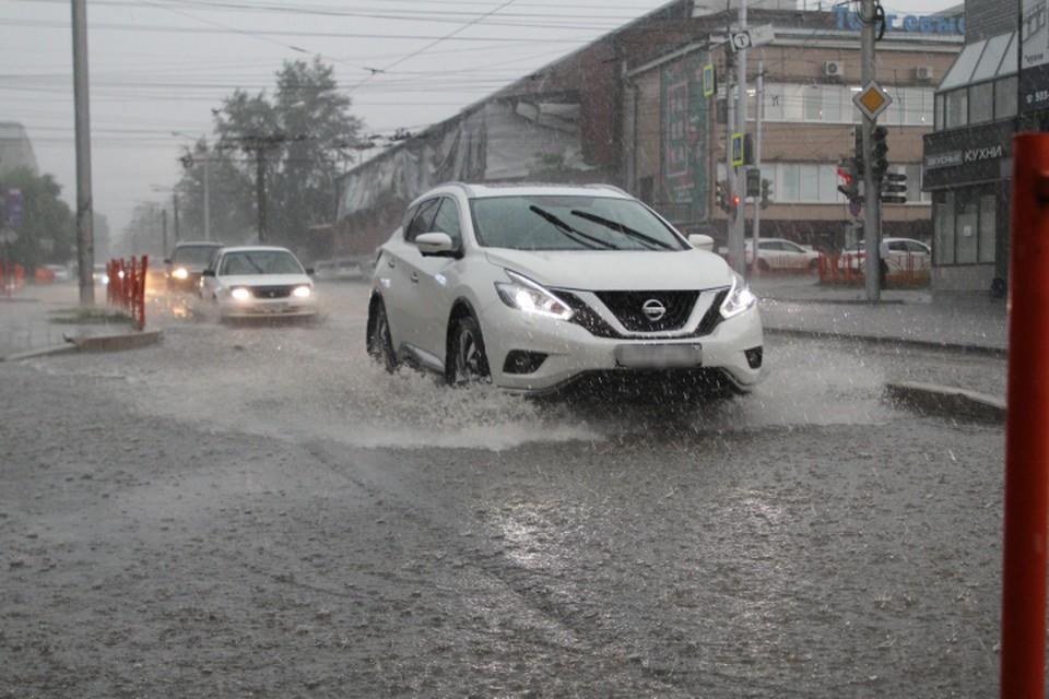 Некоторые дороги в Кирове и Кирово-Чепецке также подтопило из-за осадков.