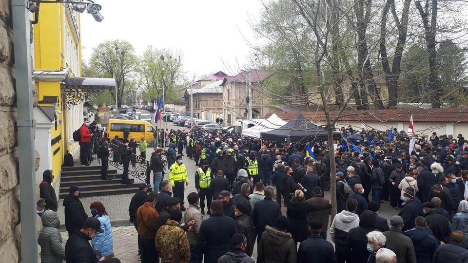 Протест перед КС в Кишиневе. Фото: KP.MD