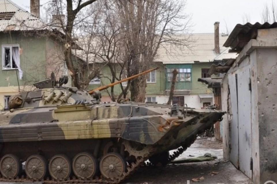 В Донбассе украинские боевики пригнали бронетехнику в Попасную и Выскриву. Фото: Егор Пелепенко