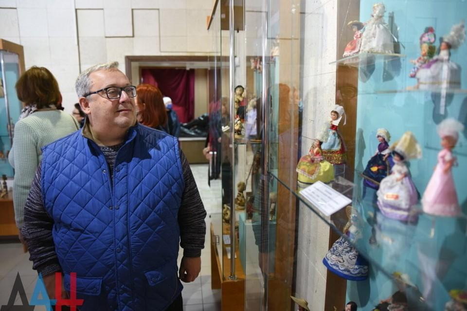 В Донецке открылась выставка кукол из разных стран мира. Фото: ДАН