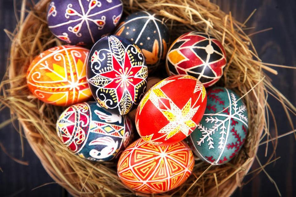 Яйца к Пасхе продают и крашеные, и расписные. Фото: соцсети
