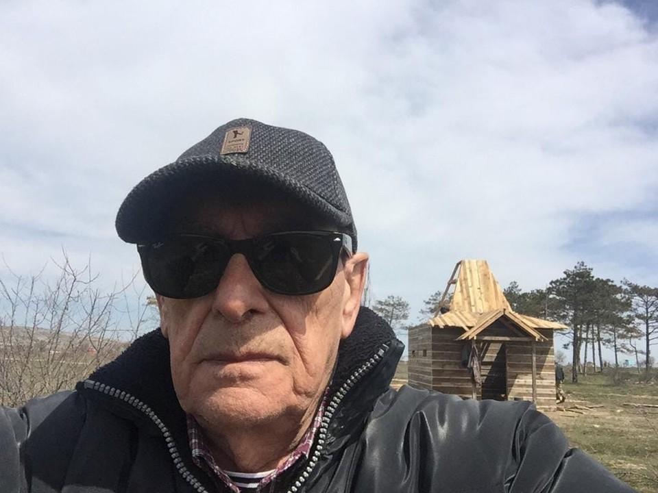 Анатолий Мукасей на строительстве часовни в Крыму. Фото: Фильм «Гардемарины-IV»/VK