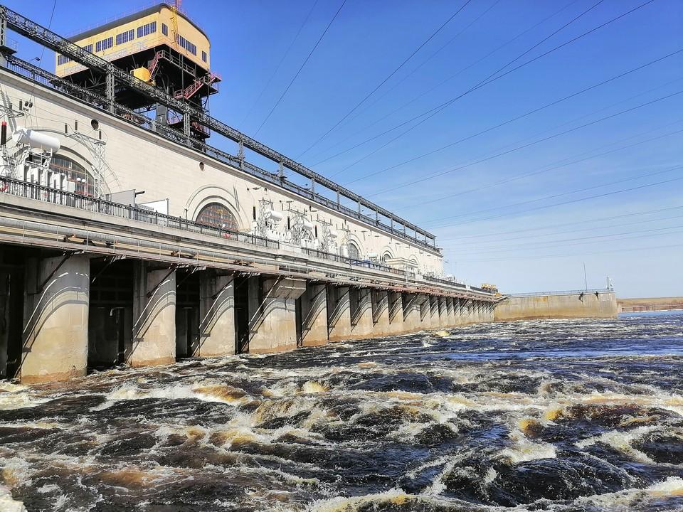 Вода в верхнем бьефе поднялась до критической отметки. Фото: Нижегородская ГЭС