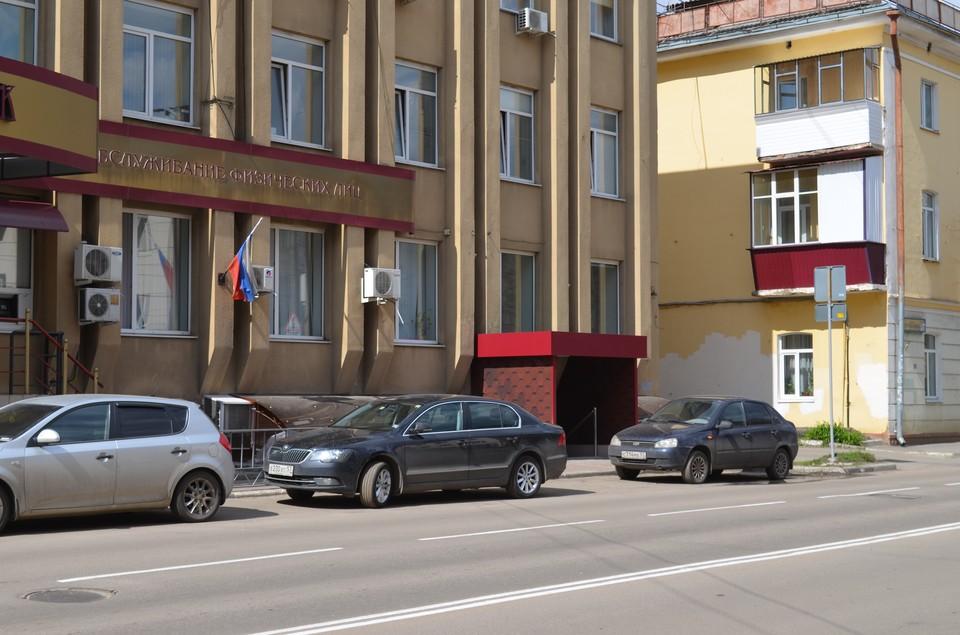 В Орле возле Дома писателя на улице Салтыкова-Щедрина запретят парковку «елочкой»