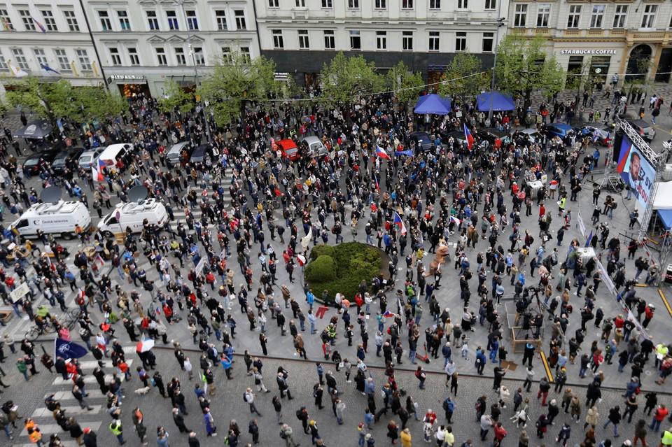 """В Чехии прошли массовые протесты против """"пророссийской политики"""" президента"""