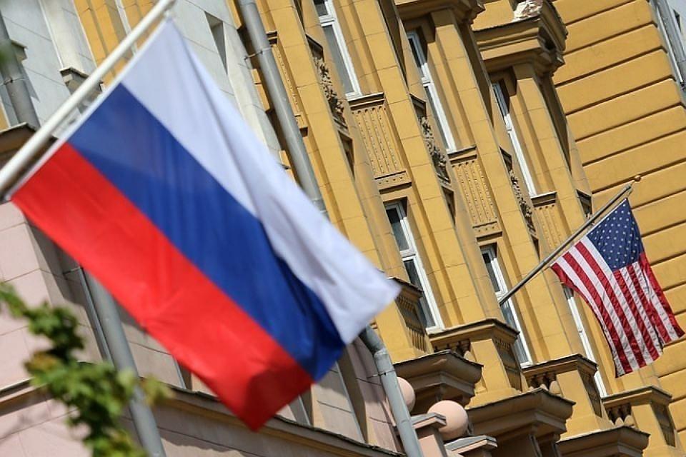 Кремль оценил решение посольства США не выдавать визы россиянам. Фото: Антон Новодережкин. ТАСС