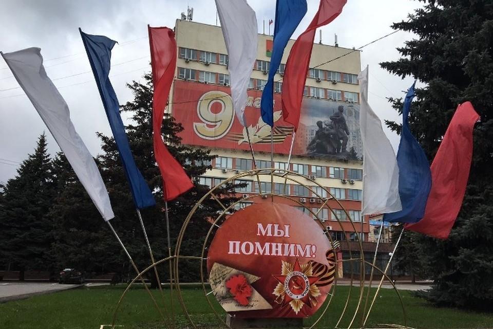 Брянск украшают инсталляциями к Дню Победы.