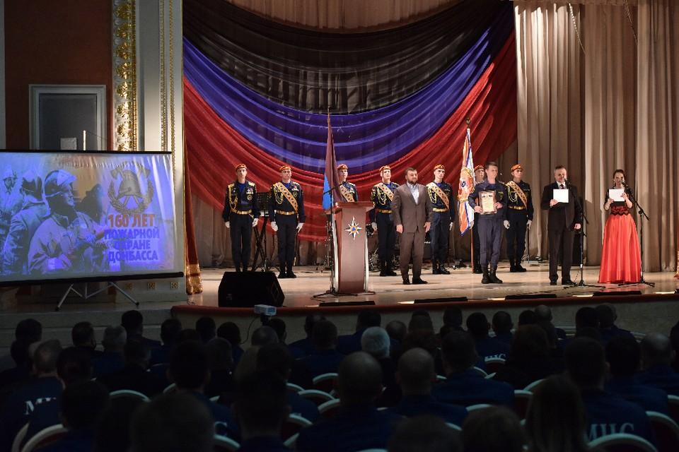 Денис Пушилин наградил отличившихся сотрудников МЧС. Фото: официальный сайт Главы ДНР