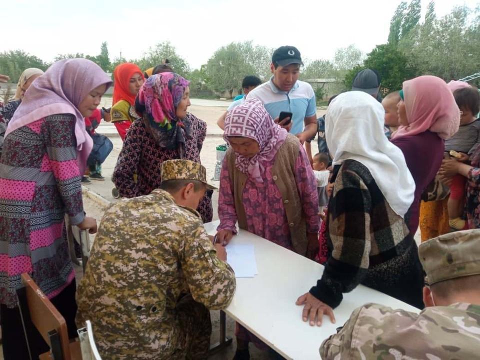 Мирное население эвакуируют из зоны конфликта.