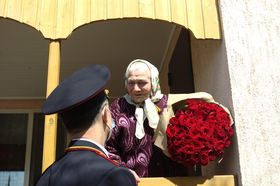 Мария Лиманская приняла поздравления в преддверии 9 Мая. Фото пресс-службы Управления Росгвардии