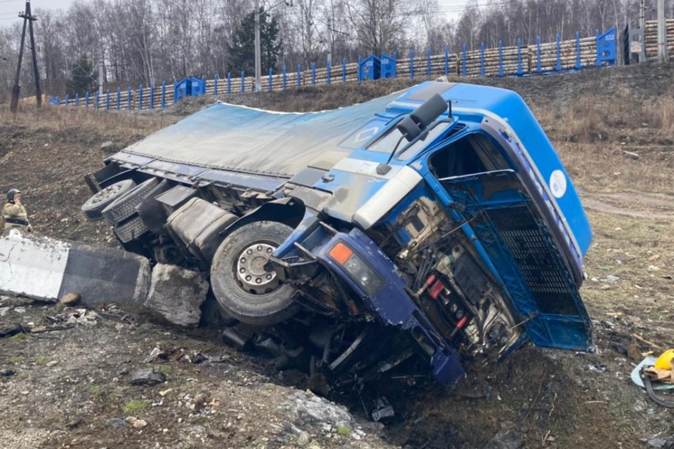 Грузовик МАН перевернулся на трассе «Байкал» в Слюдянском районе